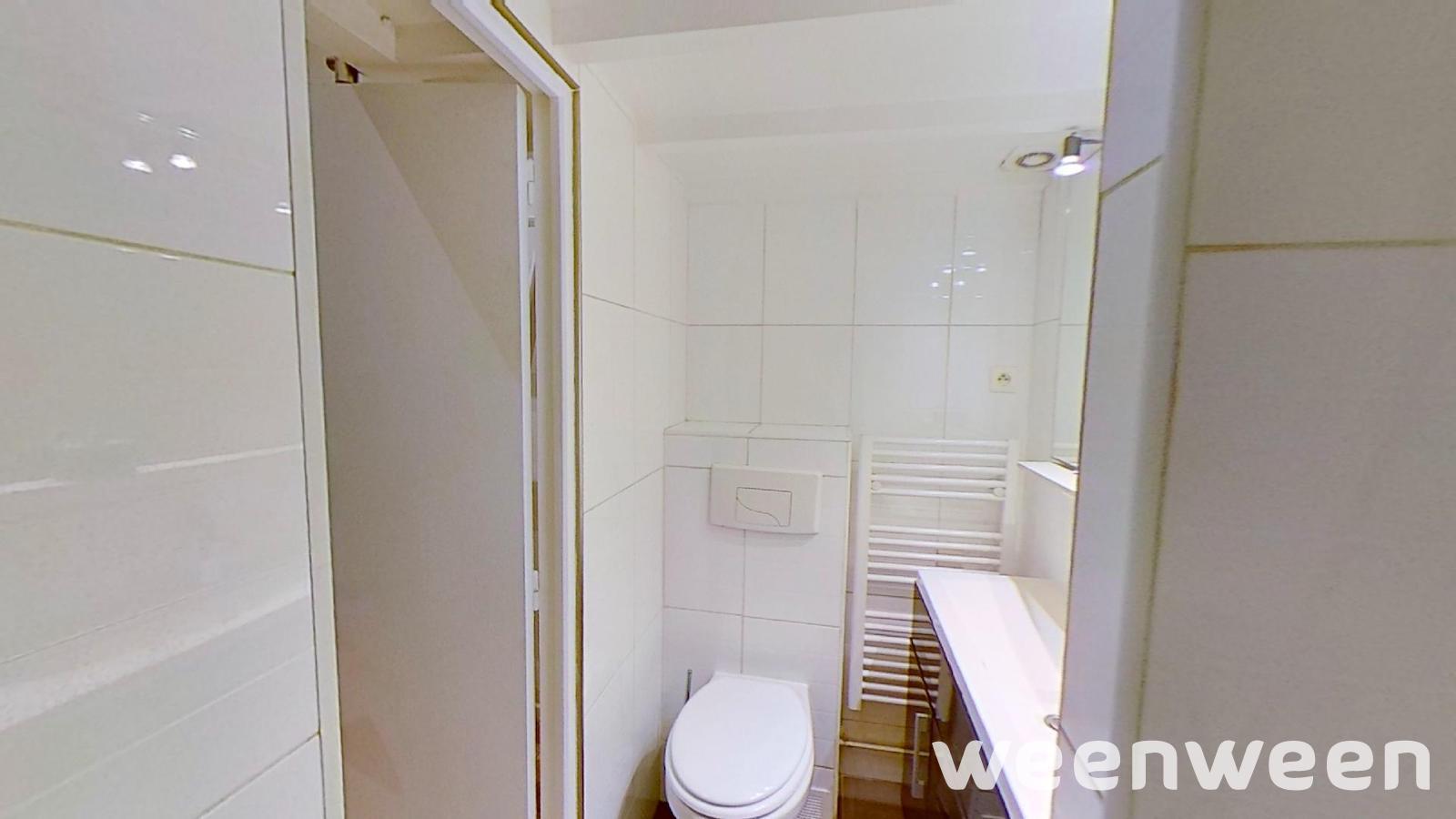 0021-07-toilettes