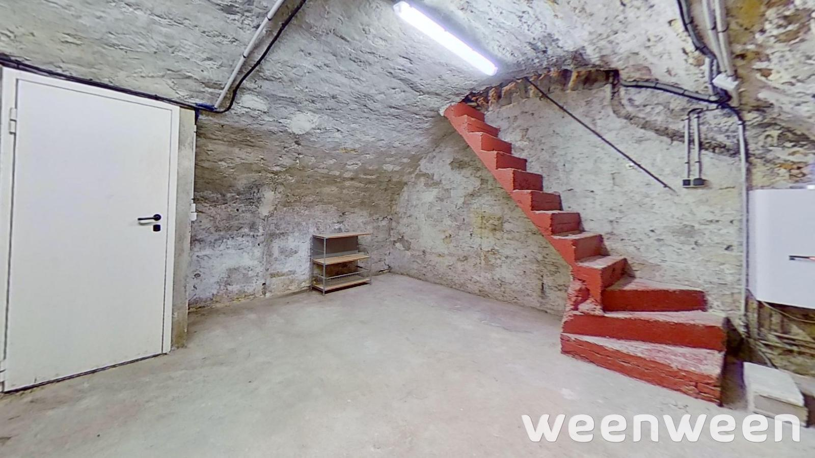0022-11-cave-escalier